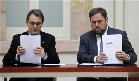 The centre-right Convergence and Union (CiU) leader Artur Mas and Republican Left (ERC) leader Oriol Junqueras signs an agreed alliance at Parlament de Catalunya in Barcelona